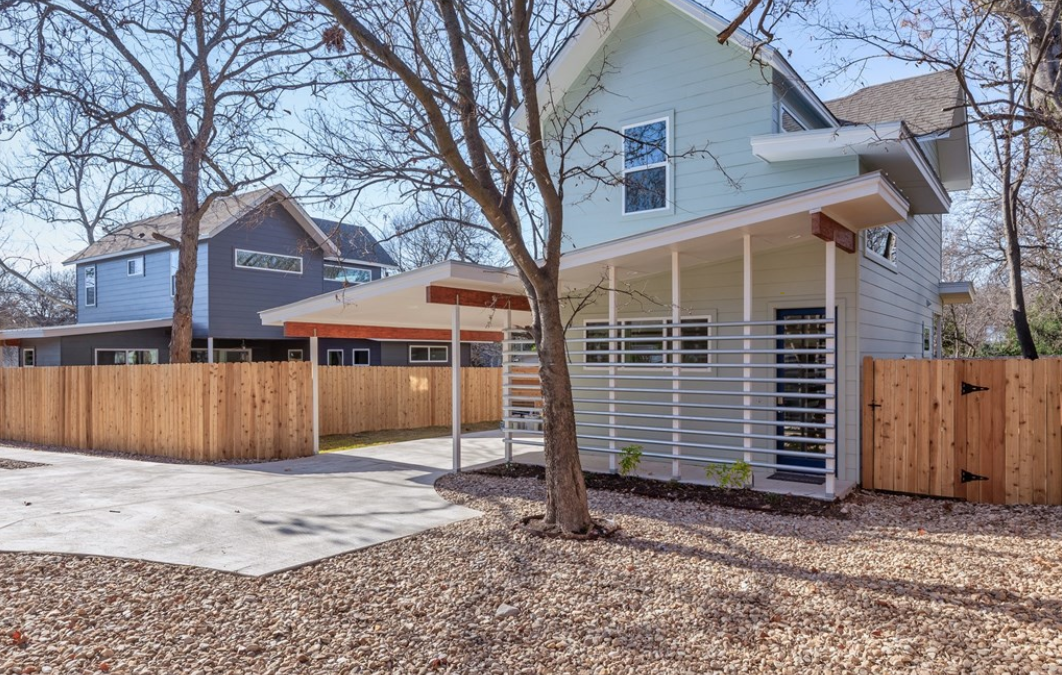 Austin, TX, 2 Bed, 2 1/2 Bath, Under $431k